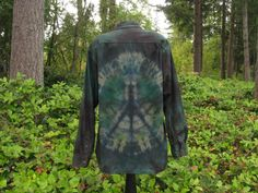 Men's Large Long Sleeve Peace Sign Green by ExperienceVintage1