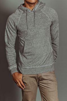 Se trata de una chaqueta que puede ser usado para la ropa de sport. La chaqueta está hecha de algodón y se supone que debe ajustarse un poco flojo en su cuerpo. Esta chaqueta es de la tienda Old Navy y es popular entre los adolescentes.