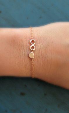 Dies ist eine schöne und einfache Rose Gold Infinity und Herz auf eine zarte rose gefüllt Goldkette! So schön, so einfache, aber wunderschön!  Unsere Liebe ist unendlich.  Es ist so zart und zierlich! Es ist die perfekte Note von Schmuck. Stilvoll, elegant und feminin.  Dies ist Ihre Wahl der Länge der winzigen rosa gefüllten Goldkette festgelegt. Die rose goldene Herz hat eine glänzende Oberfläche und ist so schön. Es misst ca. 7 mm. Das Herz ist eine kleine und zarte Größe! Die…