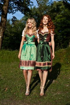 I wish my wife would wear Dirndl, too Oktoberfest Outfit, Traditional German Clothing, Traditional Dresses, Drindl Dress, Cute Dresses, Beautiful Dresses, Frocks And Gowns, German Fashion, Folk Fashion