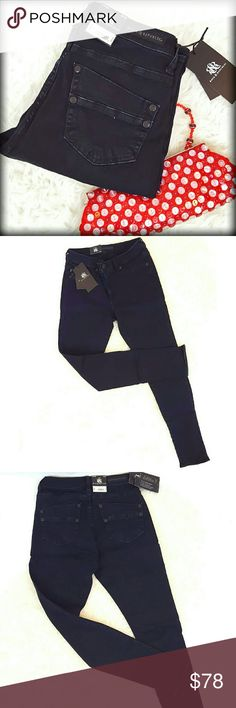 """30%/2+📮NWT R&R 10 Dark Wash Skinny Jegging Jeans Just listed! This is the Rock & Republic Kasmiere jegging/skinny jean. Gorgeous pair of jeans, that works equally wellwith heels or sneakers. These feature a dark wash and 2% spandex for a stretchy denim Construction. Approximate flat measurements are as follows: Inseam 30 inches, low/mid front rise 9 inches, Back waistband 13"""". A gorgeous, slimming fall staple! Rock & Republic Jeans Skinny"""