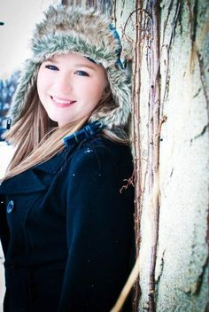 trendy photography ideas for friends winter senior portraits Winter Senior Pictures, Senior Pictures Sports, Senior Picture Outfits, Senior Pictures Boys, Winter Pictures, Senior Girls, Photography Senior Pictures, Snow Photography, Model Poses Photography