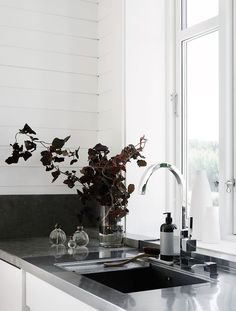 Another Peek Into the Impeccably Decorated Home of Swedish Stylist Pella Hedeby - Nordic Design Kitchen Interior, Room Interior, Interior And Exterior, Cool Kitchen Appliances, Cool Kitchens, Modern Interior Design, Interior Styling, Interior Decorating, Pella Hedeby