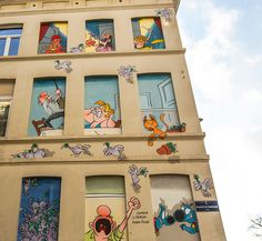 BD Street art in Brussels, Belgium. This month we celebrate a new comic strip mural in Brussels! Meet Froud & Stouf: two little blue dogs who philosophize about life. Belgian comic strip art.