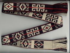 llalín kushe, la araña tejedora del pueblo Mapuche – Arqueologia, Historia Antigua y Medieval - Terrae Antiqvae Inkle Weaving, Inkle Loom, Card Weaving, Weaving Art, Native Symbols, Tablet Weaving Patterns, Types Of Weaving, Native Design, Embroidery Saree
