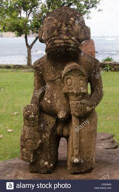 Download this stock image: stone statue on the island of Nuku-Hiva in the Marquesas - cx2hmg from Alamy's library of millions of high resolution stock photos, illustrations and vectors.