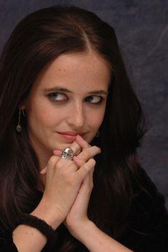 Ева Грин (Eva Green) в портретной фотосессии Йорама Кахана (Yoram Kahana), фотография 17