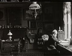 Lo scrittore e drammaturgo Henrik Ibsen nel suo studio a Oslo nel 1898 Oslo, Playwright, Norway, Past, Studio, Concert, Ghosts, Cameras, Artists