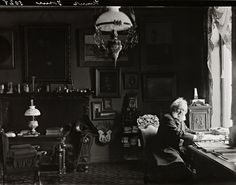 Lo scrittore e drammaturgo Henrik Ibsen nel suo studio a Oslo nel 1898 (Nasjonalbiblioteket/National Library of Norway)