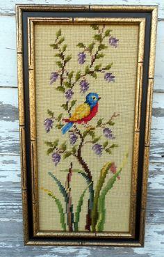 Bordado Vintage foto pájaro rojo amarillo azul en flores