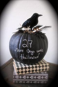 Wonderfully fun Halloween countdown chalkboard pumpkin. #chalkboard #Halloween #pumpkin #blackboard #decorations #decor #black #crow #clever #DIY