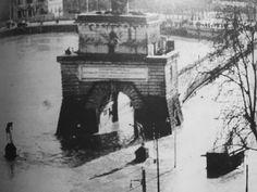 Roma, 1937, Alluvione, Ponte Milvio Old Pictures, Old Photos, Piazza Navona, Dom, Brooklyn Bridge, Big Ben, Landscape, History, City