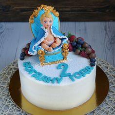 Чудо-торт для самого трогательного и очаровательного принца! У мамы @keeeriiiiii есть фото этого ангелочка  На следующий день рождения буду настаивать на фигурки Амура, уж очень они похожи  За невероятную тонкую работы благодарю мастера @kabilova208  И ещё раз спасибо @dlya_vashego_doma за молд алфавит для шоколада))) Внутри шоколадно мятный с голубикой  Это #cake #cakes #baby #торт #тортик #тортмосква #москва #детскийторт #mоumopmы