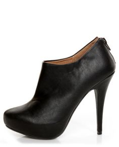 I've been looking for the perfect black heeled bootie forever....love this one from Lulu's, the perfect bootie :)