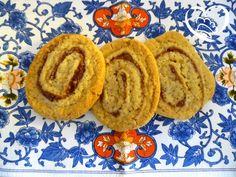 Biscotti girelle con marmellata di fichi http://www.cuocaperpassione.it/ricetta/7d2f1f4c-9f72-6375-b10c-ff0000780917/Biscotti_girelle_con_marmellata_di_fichi