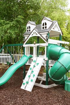 Swing set with slide in white for backyard design kinder, How To Build A Great DIY Swing Set For A Perfect Summer Time Backyard Swing Sets, Backyard Playset, Diy Swing, Backyard Trampoline, Backyard Playground, Backyard For Kids, Backyard Projects, Outdoor Playset, Backyard Ideas