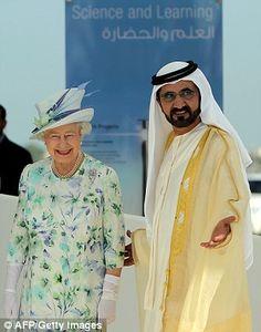 Isabel II de Inglaterra y sheikh Mohammed bin Rashid bin Saeed Al Maktoum. World Handsome Man, Handsome Men Quotes, Kate Middleton Wedding Dress, Dubai, Prince Mohammed, Sheikh Mohammed, Prince Crown, Global Icon, Royal Clothing