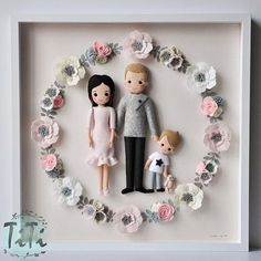 Framed Personalised Family portrait, Picture box frame, anniversary gift, felt dolls with felt flowe Clay Crafts, Felt Crafts, Felt Flowers, Paper Flowers, Paper Child, Diy Bebe, Picture Boxes, Child Doll, Felt Dolls