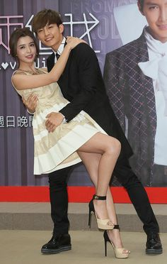 """Taiwanese top group members, Fahrenheit`s Aaron Yan and Dream Girls` Tia Li, teamed up for new TV drama """"Fall in Love With Me"""" at a press conference in Taipei, Taiwan, April 3, 2014."""