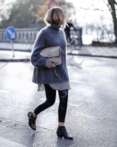 New Style Winter Sweater Shoes 33 Ideas Susanna Boots, Chloe Boots, Oversized Sweater Outfit, Pullover Outfit, Turtleneck Dress, Street Looks, Street Style, Sweater Outfits, Fashionable Outfits