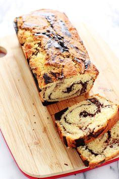 Yumuşacık, süt kokar mis gibi... Siz ne düşünürsünüz bilmem ama kek denince benim aklıma ilk olarak mermer kek düşer.. Çocukluğum kokar,...