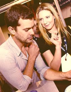 Joshua Jackson and Anna Torv