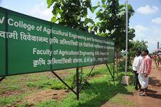 13-14 जुलाई 2016, बस्तर जिले के पंचायत जनप्रतिनिधियों ने इंदिरा गांधी कृषि विश्वविद्यालय में कृषि से जुड़ी तकनीकों एवं यंत्रों को देखा, उनका महत्व समझा और इस्तेमाल करके देखा. विश्वविद्यालय स्थित जेनेटिक्स एण्ड प्लांट ब्रिडिंग के ज्ञान केंद्र में प्रतिनिधियों ने धान की विशिष्ट कृषक प्रजातियाँ देखी. विश्वविद्यालय द्वारा दिए गए अलग-अलग कृषि एवं सिंचाई योजना के ब्रोशर उन्होंने पढ़ा एवं सुरक्षित अपने साथ रखे. प्रदर्शन एवं तकनीकी स्थानांतरण केंद्र में फूलों की क्यारियां प्रतिनिधियों को बहुत अच्छी…