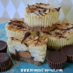 MADE IT: Reese's Peanut Butter Cup Mini Cheesecakes Recipe. So easy. Ended up a bit extra cheesecake mixture (could have made 4 more). I only tasted the cooked cheesecake and it was good but a bit off from the texture of a true cheesecake. Mini Desserts, Mini Cheesecake Recipes, Just Desserts, Delicious Desserts, Dessert Recipes, Cheesecake Cupcakes, Reese Cheesecake, Mini Cupcakes, Butter Cupcakes