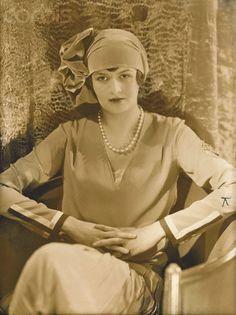 Edward Steichen, Comtesse Gerard de Moustier in Hat by Reboux, 1927