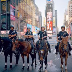 Nypd Mounted Unit Times Square #newyork, #NYC, #pinsland, https://apps.facebook.com/yangutu