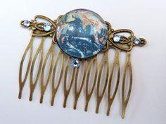 Edler Haarkamm in bronze mit Planet Erde Motiv von Schmucktruhe, €18.50