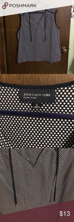 Jones New York Blouse 👍🏻😁 Navy and white JNY tunic with side vents and tie at neck 👚 EUC 🌸🎀💕 Jones New York Tops Tunics