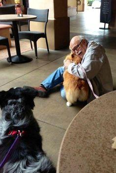 Ce moment de tendresse entre un corgi et un vieux monsieur. | Les 32 moments les plus joyeux de l'histoire de l'humanité