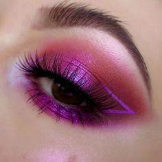 Metallic bright pink eyeshadow look