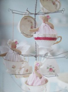 Tilda's Fairy Tale Wonderland - Shabby Art Boutique Craft Projects, Projects To Try, Hello Dolly, Fabric Dolls, Doll Patterns, Pin Cushions, Doll Clothes, Christmas Crafts, Shabby Chic