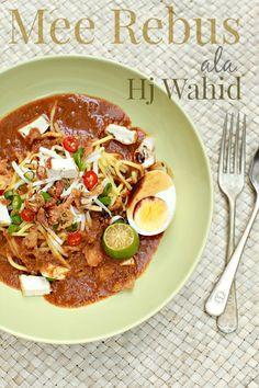 Jika singgah di Johor kalau tak pekena Mee Rebus Hj Wahid memang ruginyaaaaa....  Bila dah rasa sekali pasti nak lagi.. hingga terbayang-...