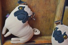 mops, pluszowy piesek, mopsik, przytulanka w KIZIU MIZIU - miękkie charaktery - recyklingowe pluszaki na DaWanda.com
