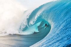 Afraid of commitment? Take a lesson from Keala Kennelly. Teahupoo | Photo: Billabong