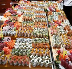 "food-porn-diary: ""Sushi catering in my friend's birthday [OC] "" Sushi Buffet, Sushi Platter, Sushi Catering, Sushi Recipes, Raw Food Recipes, Reddit Food, Sushi Party, My Sushi, Food Porn"