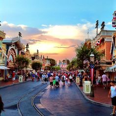 Disneyland Main Street Sunset.  found on MouseWait.com