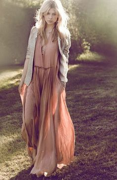 If you do in fact also prolonged being a hippies idol, make sure you know all of the policies and magnificence information on how to dress the boho-chic styles fad! Look Boho, Look Chic, Bohemian Style, Bohemian Gypsy, Earthy Style, Hippie Style, Street Mode, Street Style, Clemence Poesie