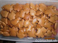 Najlepšie mäkké medovníčky Czech Desserts, Sweet Desserts, Sweet Recipes, Slovak Recipes, Czech Recipes, Xmas Cookies, Gingerbread Cookies, Baking Recipes, Cookie Recipes