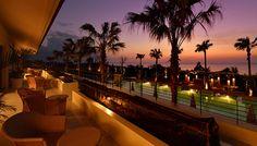美しい海、世界遺産をはじめとする史跡や独特の文化、美味しいグルメと魅力に溢れる沖縄。近年は豪奢なリゾートが次々とオープンし、ラグジュアリーホテル激戦区となっています。 せっかくなら、そこでしか体験できないスペシャルな「非日常感」を味わえるホテルを選びたいもの。そんな贅沢なわがままを叶えてくれる5つのホテルをご紹介します。