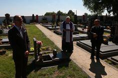 Slavnostní uložení urny Blanky Waleské na hřbitov v Cerhenicích