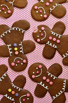 Cookie Recipe ~ A dark, robust and spicy gingerbread cookie with a slightly crispy edge and semi-soft center. This cookie dough rolls like a dream and is ideal for cutting gingerbread folk, or any other desired shape. Gingerbread Man Cookies, Christmas Gingerbread, Noel Christmas, Christmas Goodies, Christmas Desserts, Christmas Treats, Holiday Treats, Gingerbread Houses, Decorating Gingerbread Cookies