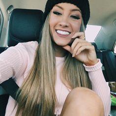 "Mariah) ""I have a pretty great boyfriend"" I post on my story"
