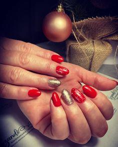 "𝓝𝓪𝓲𝓵𝓼 𝓫𝔂 𝓢𝔃𝓪𝓷𝓭𝓲 on Instagram: ""Piros csillagos💅🏼❤️✨🎄 #karácsonyikörmök #csillagosköröm #pirosköröm #aranyköröm #nails #nailstyle #christmasnails #nailsofinstagram…"" Nails, Instagram, Finger Nails, Ongles, Nail, Nail Manicure"