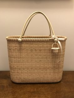 Nantucket Baskets, Old Baskets, Bamboo Basket, Indian Crafts, Basket Bag, Basket Decoration, New Bag, Primitives, Fences