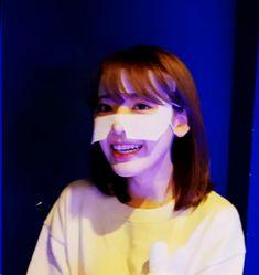 Miyawaki Sakura #MiyawakiSakura #미야와키사쿠라 #사쿠라 #宮脇咲良 #みやわきさくら #아이즈원 #アイズワン#Sakurahkt48 #produce48 #Sakurachan #IZONE #IzoneSakura #cute #sexy #lockscreen #pretty #beautiful #girlcrush #lavienrose Sakura Miyawaki, Yu Jin, Japanese Girl Group, The Wiz, Girl Crushes, Memes, Idol, Fandom, Singer