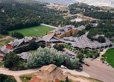 Escapadas a Seva, Barcelona Spa, Relax, Barcelona, Mansions, House Styles, Water, Outdoor, Home Decor, Elopements